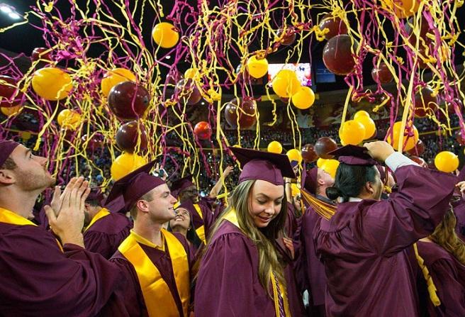 Lễ tốt nghiệp của học sinh tại ASU