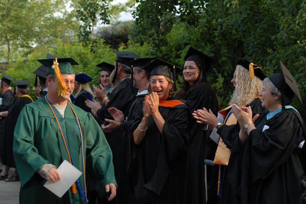 Lễ nhận bằng tốt nghiệp